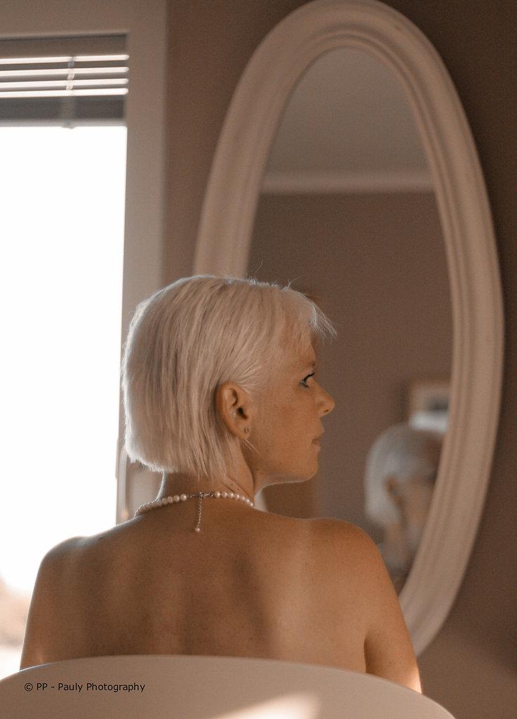 Die Frau im Spiegel