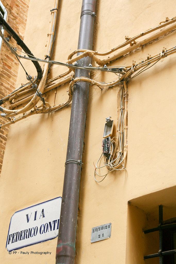 Italienische Stromversorgung