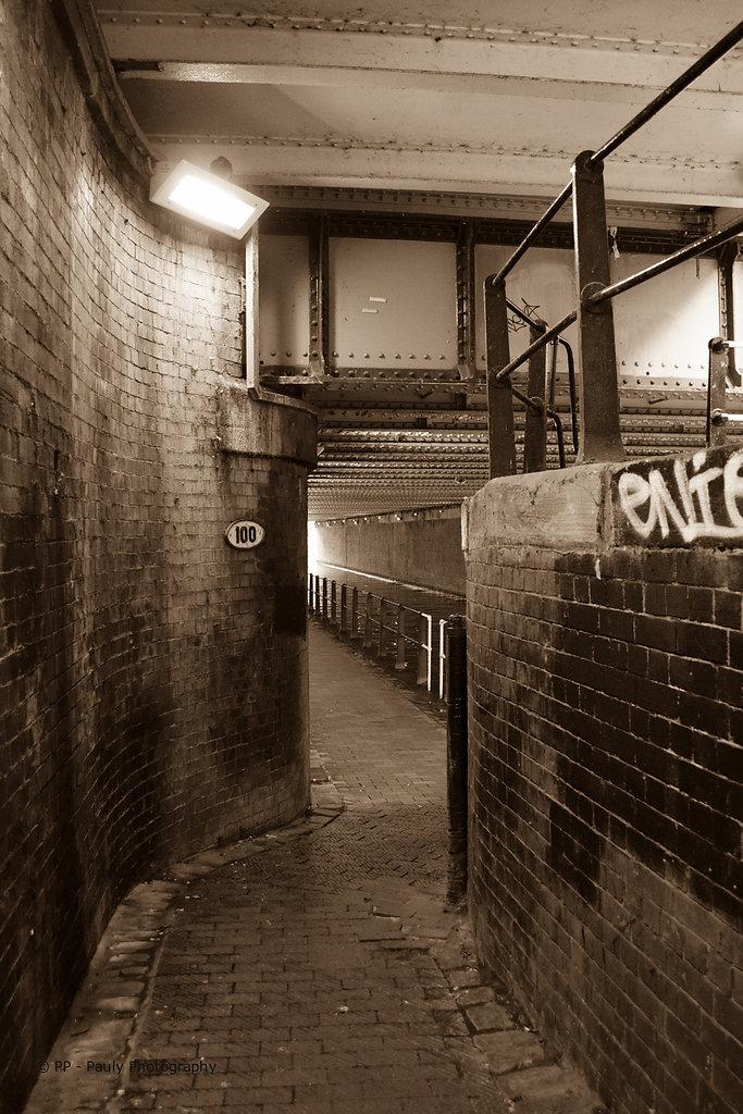"""Der lange Kanal im Industrieviertel """"Castlefield"""" in Manchester"""