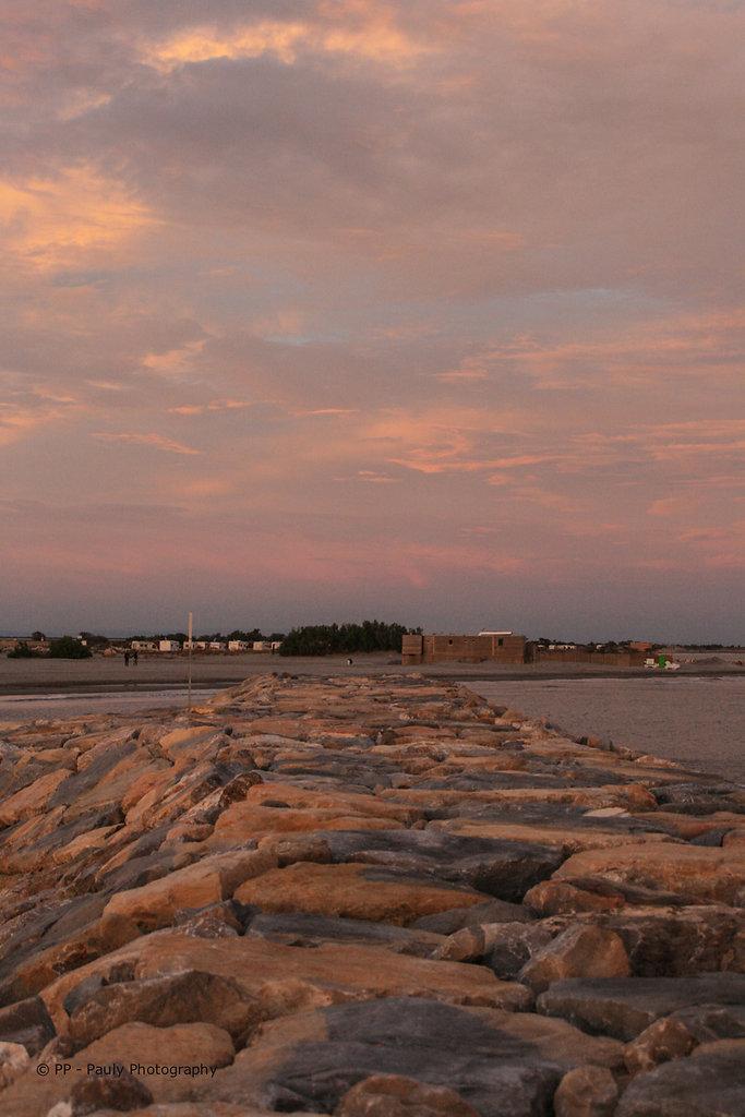 Sonnenuntergang mit Steinen